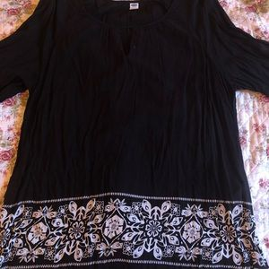 Black & White patterned blouse